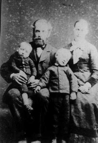 Karetmager Styrbæk og familie i Klim, ca. 1886-87