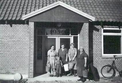 Første rengøringshold ved forsamlingshuset