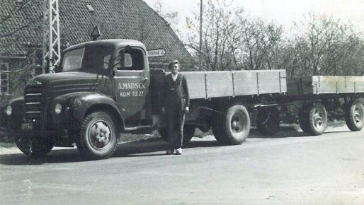 Asger Madsens lastbil - i forgrunden Chr. Jensen.